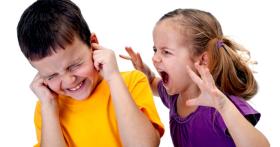 Почему ребенок проявляет агрессию к другим детям?