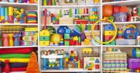 Какие игрушки надо покупать для младенца и как правильно ими играть