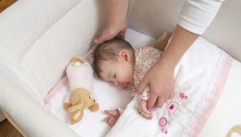 Как научить ребенка спать отдельно