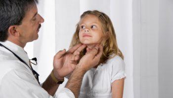 Какова причина увеличенных лимфоузлов на шее у ребенка