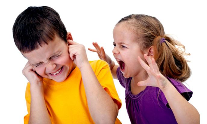 ребенок проявляет агрессию