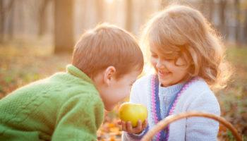 Не будь жадиной: как научить ребёнка быть щедрым