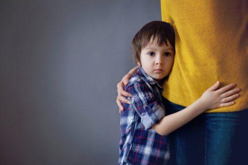 Что делать родителям, если в семье растёт застенчивый малыш