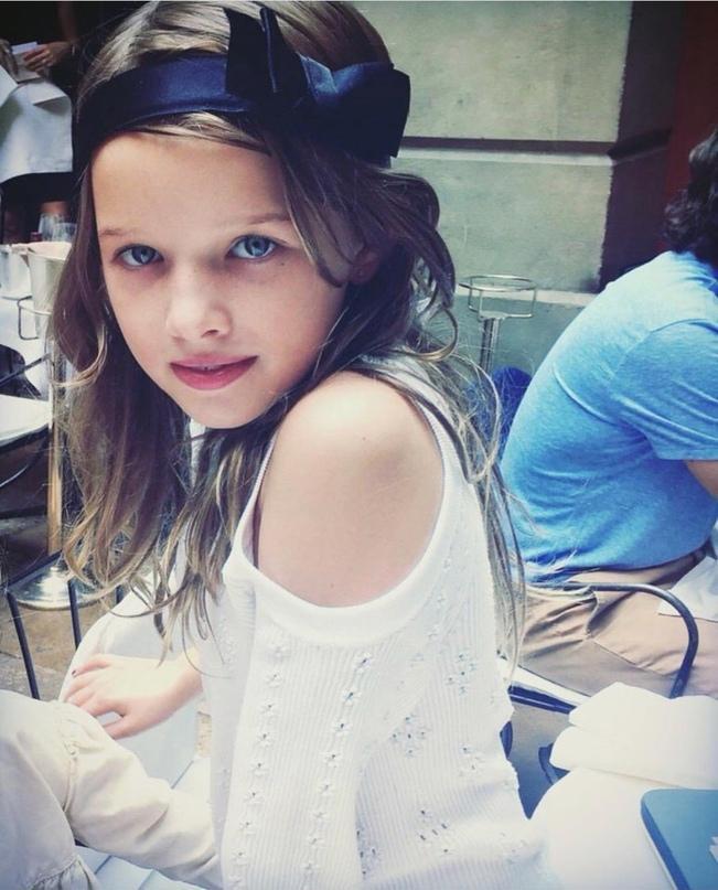 На обложку Vogue Italia вслед за мамой попала дочь Миллы Йовович